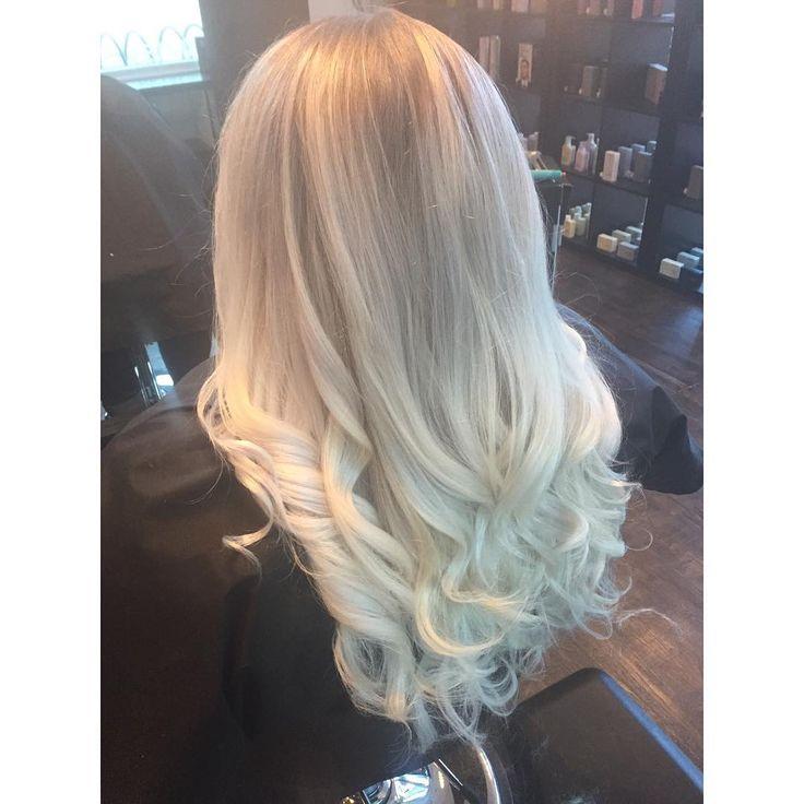 Blonde Life ❤️ #crimsonhairsalon #crimson #blonde #blondeombre #platinumblonde #kevinmurphy #wella #joihair #hairjoi #joico #longhair #curls #fallhairtrends #kelowna #kelownanow #kelownahairstylist #kelownasalon #amazing #love❤️ #whiteblonde #okanaganhair #okanaganliving #kelownalife @crimsonhairsalon @hair.by.amandajess @tara_seb
