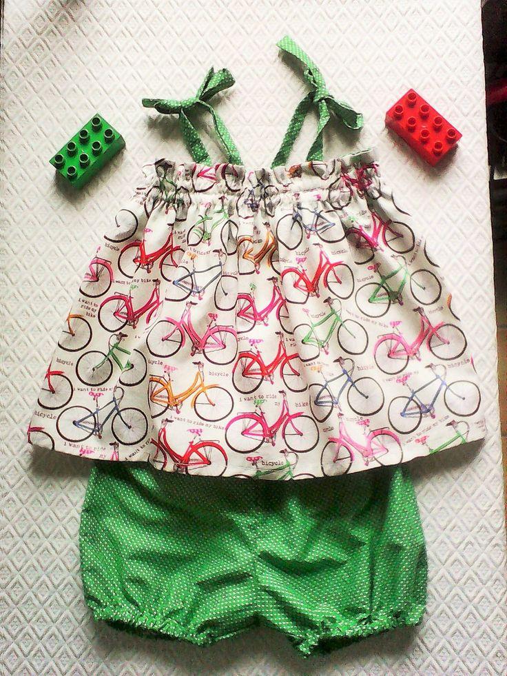 robe bébé été 3-6 mois , et bloomer bébé ,cadeau de naissance , tissu imprimé de Bicyclettes rétro multicolores et coton : Mode Bébé par kate27