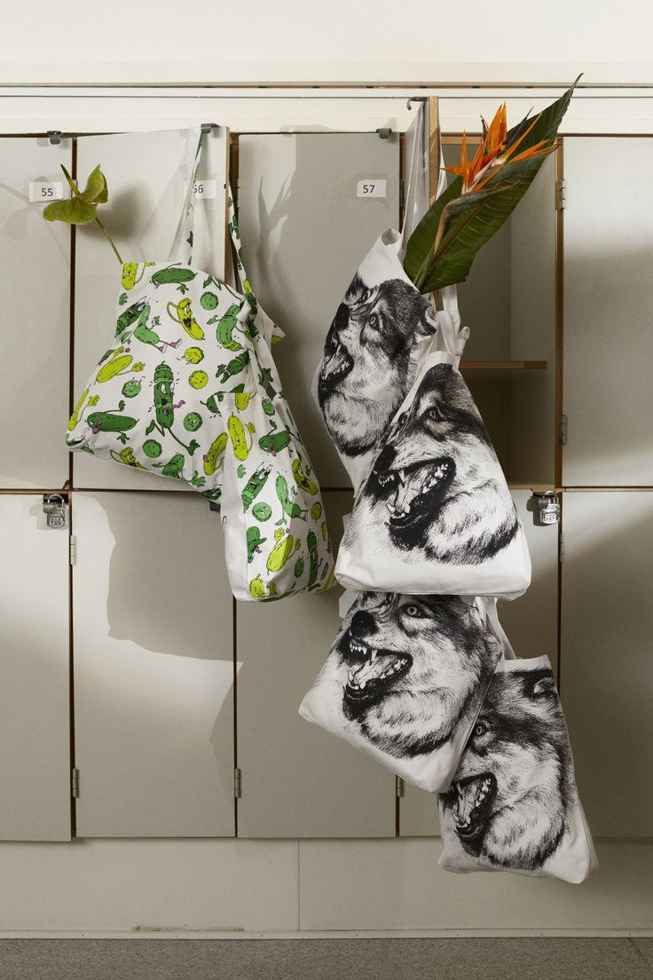STUNSIG collectie   IKEA IKEAnl IKEAnederland inspiratie wooninspiratie decoratie accessoires interieur wooninterieur uniek kunstzinnig fleurig kleuren motieven prints gedurfd kunst limited tas tassen textiel