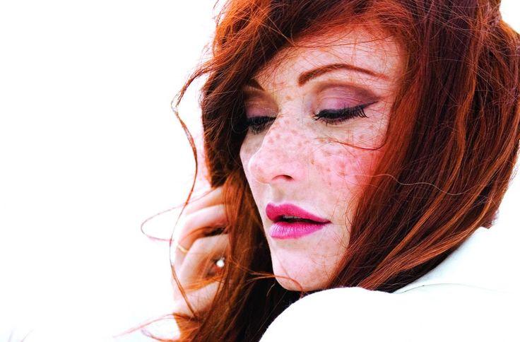 H Maria Markesini απολαμβάνει πραγματική μουσική καριέρα στην Κεντρική Ευρώπη. Ζει στο Ρότερνταμ. Την πορεία της στην ευρωπαϊκή τζαζ, το ταλέντο της στο κλασικό πιάνο αγκαλιάζουν διθυραμβικές κριτικές.  Mάς μιλά για την ζωή της και την τέχνη των ηχών...τη #μουσική. -------------------------------------------- #music #interview #jazz #album #fragilemagGR http://fragilemag.gr/maria-markesini/