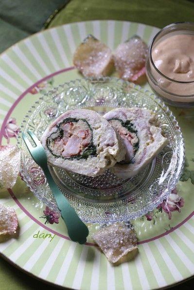 terrine de homard au lard Préparation : 40 min Cuisson : 30 min Pour 8 personnes : -2 homards cuits -1 litre de bouillon de légumes -400 g de filets de merlan -5 œufs -35 cl de crème -15 tranches fines de lard fumé -2 pincées de curry -200 g de feuilles d'épinards -Huile d'olive...