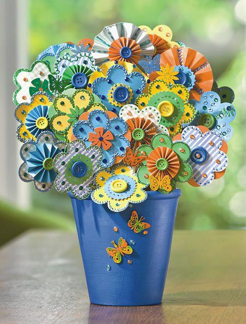 Fleurs en papier décorées de strass