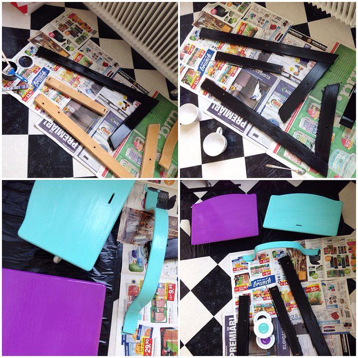Veckans DIY-projekt; måla toddlerns Tripp Trapp från Stokke i galet snygga färger från @panduro.hobby. Nu är ena sidan klar på alla delar!  #panduro #pandurohobby #diy #diystokke #diyprojekt #diytripptrapp #bebis #barnrum #babyroom #barnstol #barnrumsfint #citylife #kidsdeko #kidsplay #kidsroom #kidsinterior #möbelfärg #målamöbler #målerimålera #möbelrenovering #nursery #panduro #pimpadstol #pandurohobby #pimpadtripptrapp #stokke #småbarn #småstad #smalltown #toddler #tripptrapp…