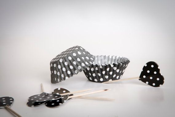 CUPCAKE baking cups made from black & white polka by buyititaly, €3.99