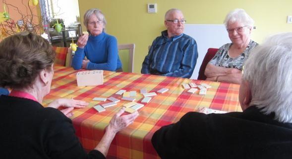 Jeux de société, cuisine, activités manuelles ou atelier mémoire rythment la journée des pensionnaires de l'accueil de jour.