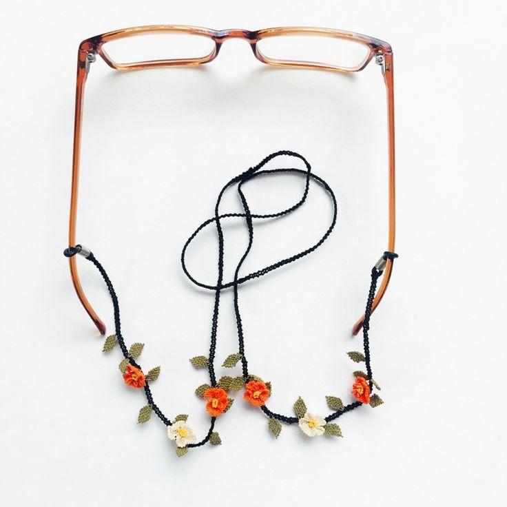 N-G112605İpek İğne Oyası Gözlük Askısı