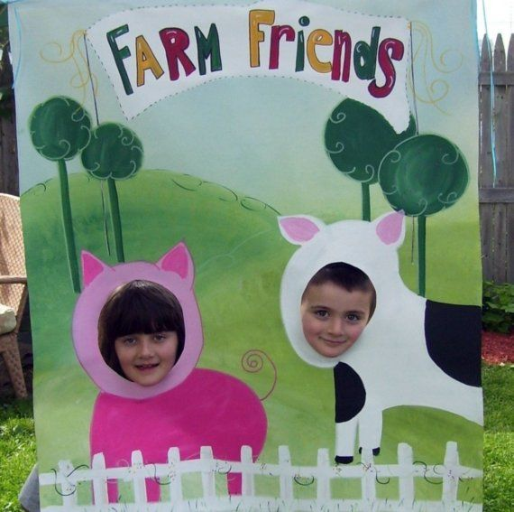 Farm photo prop - Yes! I could make this. Chicken and pig.
