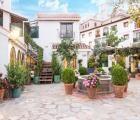 Alcadima  in de bergen van de Alpujarra in een zijstraat van de hoofdweg die het dorp Lanjarón doorkruist. De Balneario van Lanjarón is gekend voor zijn geneeskrachtige bronnen en mineraal water. U kunt hier een antistresskuur volgen of een schoonheidsbehandeling. Trevélez het hoogst gelegen Europees dorpje net onder de Sierra Nevada gekend voor zijn heerlijke ham en kaas ligt op 40km Córdoba op 185km. Motril en de Costa Tropical bevinden zich op 30minuten rijden de fraaie renaissancestadjes…