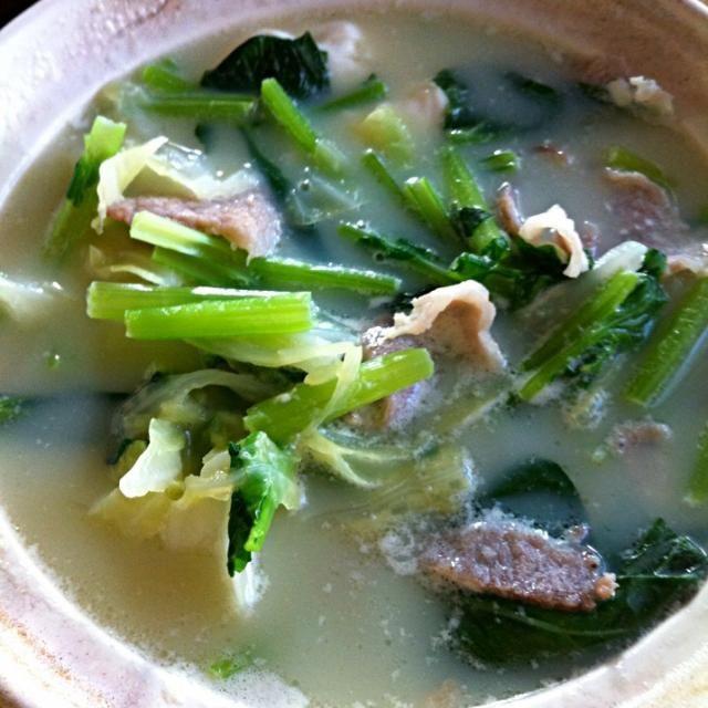 重曹成分を含んだ和歌山の温泉水で湯豆腐です。木綿豆腐が温泉水の働きで煮崩れて絹ごし豆腐を使った豆乳鍋のように⁉(笑) 今朝は寒かったのでちょうど良かったです。 - 104件のもぐもぐ - 糖質制限ダイエットな朝ごはん‼ by giacometti1901