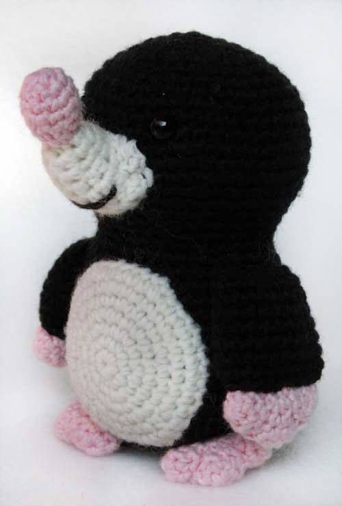 Mole!! PICTURE and PATTERN belong to Hobby Uncinetto - Amigurumi  pick up the English version here ~> http://hobbyuncinetto.blogspot.ca/2011/11/talpa-amigurumi.html#inglese