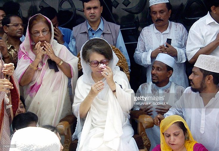 In this picture taken, 30 May 2007, former Bangladesh Prime Minister Khaleda Zia (C) wipes away her tears as she takes part in a special prayer to mark the death anniversary of her late husband and former President Ziaur Rahman in Dhaka, 30 May 2007. Bangladesh's most recent prime minister Khaleda Zia and 27 others are under investigation over a deadly 2004 grenade attack that targeted political rival Sheikh Hasina Wajed, police said. AFP PHOTO/Farjana K. GODHULY