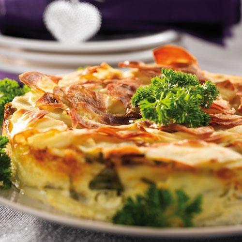 Potatiskaka med purjolök och persilja passar fint på buffébordet.