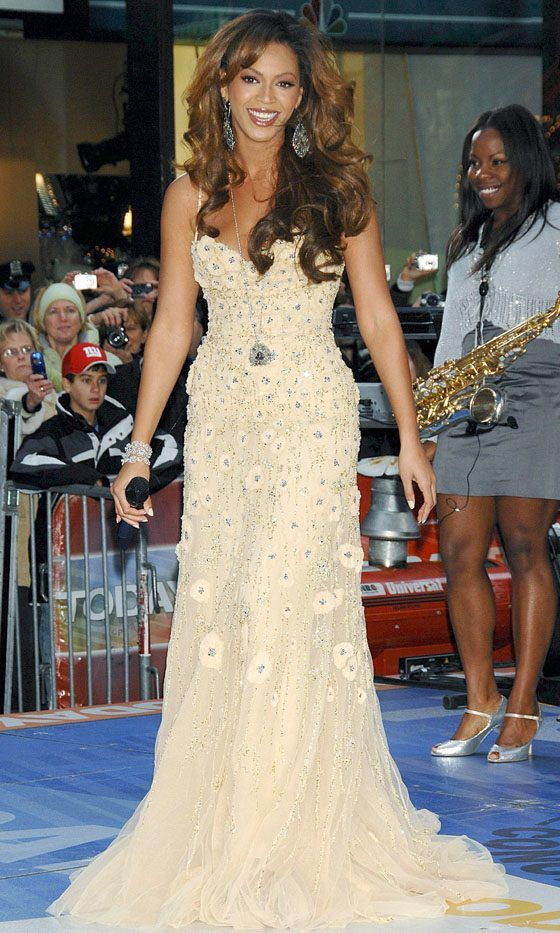 Beyonce Wows Us In This Floor Length Gown Ready To Perform On The NBC Today Show, 2006