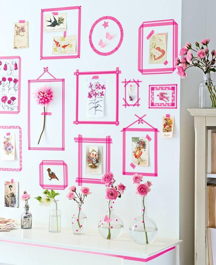 Invente! Com um rolo de fita adesiva e um pouco de criatividade, você renova sua parede!  (Via: Marie Claire Idées)