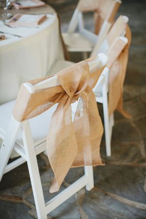 These burlap chair sashes are fabulous!
