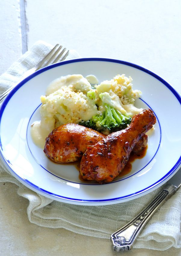 What's for dinner? Spicy Roasted Drumsticks with Cheesy Cauliflower & Broccoli Bake! #Knorr