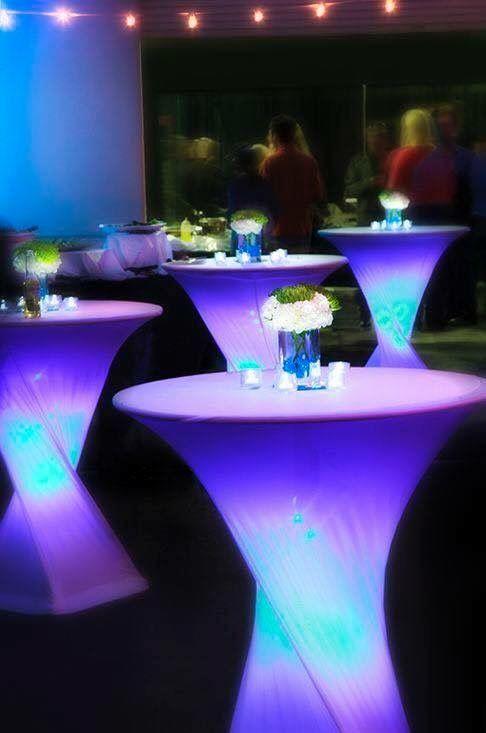 Ballrooms by Bamboo tine pasul cu tehnologia, iar vara aceasta mizam pe mesele de cocktail luminate din interior, perfecte pentru orice tip de eveniment, care vor fi cu siguranta piesa de rezistenta in materie de decor pentru evenimentul tau!  Te asteptam cu multe alte idei inovatoare, la 0724322189/ 0724247163 - office@ballroomsbybamboo.ro