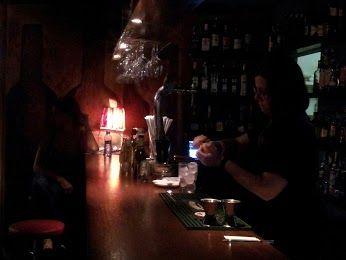 Al bar Borneo preparen, com sempre, la nit
