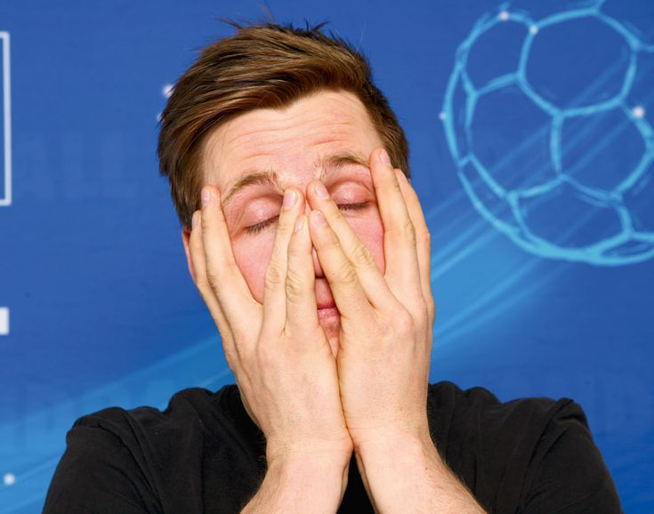Hans Lindberg vom HSV Handball: Hoffentlich muss er sich bei der WM nicht wieder das Gesicht zu halten.    repinned by someid.de