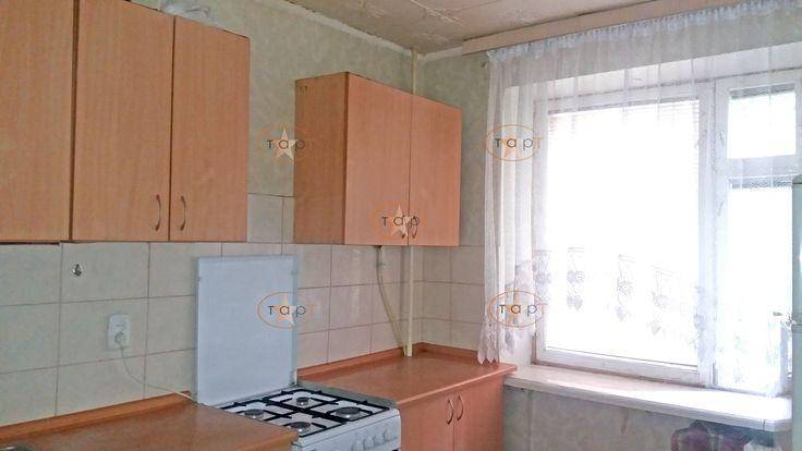 Квартира в хорошем жилом состоянии и находится на 5м этаже кирпичной девятиэтажки по улице Ибаррури. Снимать можно как с мебелью и техникой , так и без. Стоимость аренды- 3000 грн. плюс свет. в месяц . Единоразовая комиссия агенству-1000 грн.