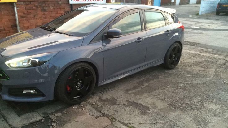 """Ford Focus ST3 with 18"""" Bola B10"""