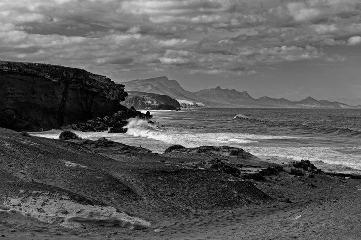 Magischer Küstenstreifen http://fc-foto.de/35119856