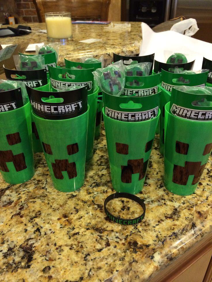 Minecraft party favors Bracelet, cup, sticker, Oreo treat