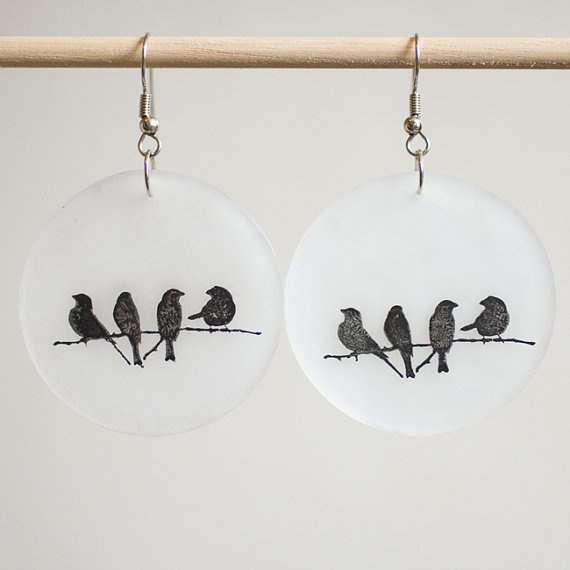 Crows on a Twig Bijou en plastique fou / plastique dingue