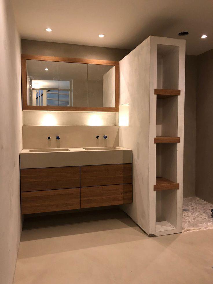 Badezimmer in Béton Ciré Pro Original in der Farbe Seide. Vorgeführt von BetonCireAtelier aus Haarlem