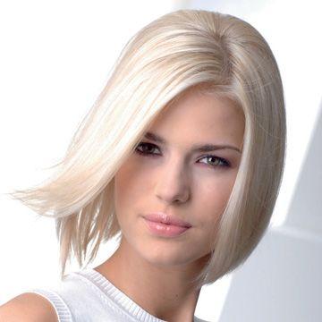 HALBLANG Schmal: Bei einem runden Gesicht sind Frisuren ideal, die optisch Länge schaffen. Ein überlanger Bob oder locker nach hinten genommene Haare strecken. Alle Haare sind gleich lang geschnitten, nur der Pony ist leicht gestuft.