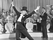 Lullaby of Broadway, Musical, 1951,  Doris Day, Gene Nelson, S.Z. Sakall, Billy De Wolfe, Gladys George.  Love the dancing, fashion, Doris Day, and handsome Gene Nelson.