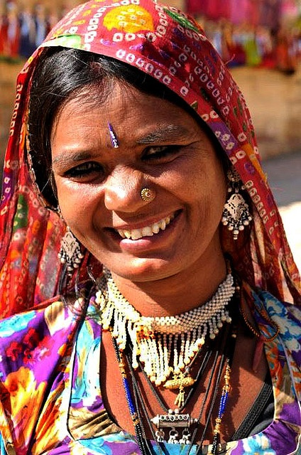 The women in Rajasthan wear colorful Saris and beautiful jewelery