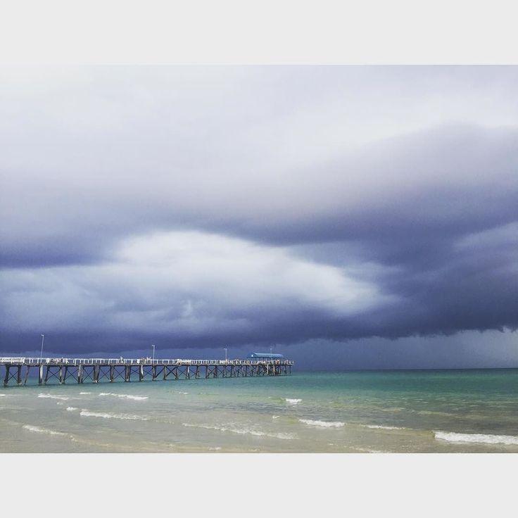 Watching the storm roll in #Adelaideweather #crazystorm #rain #thunder #henleybeach by kimneo85