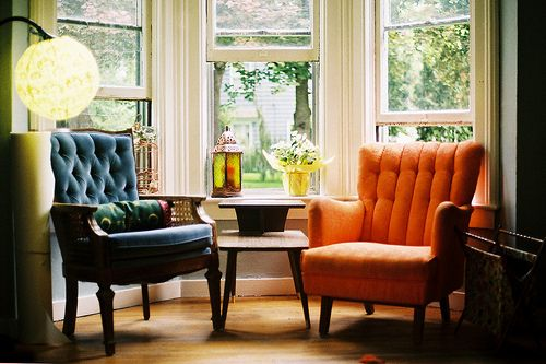 love the mix of mid-century modern with more traditional design.Cozy Nooks, Bays Windows, Mismatched Chairs, Cozy Corner, Big Windows, Windows Seats, Reading Nooks, Reading Chairs, Cozy Spaces
