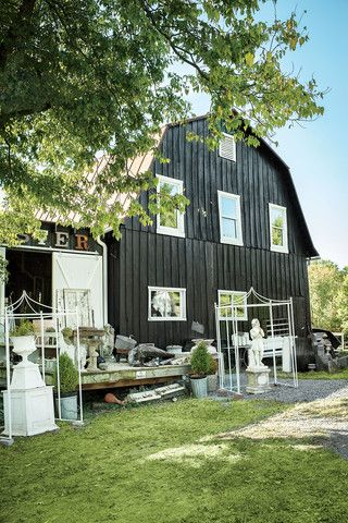 Unearth a shopper's treasure trove of vintage finds on this 160-mile stretch through the western Maryland and northern Virginia countryside.