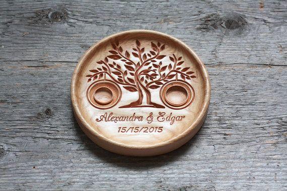 Personalisierte Holz Hochzeit Ring Bearer Kissen von LVwoodworks