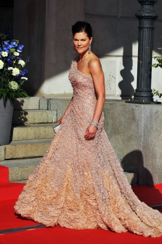 princess victoria of sweden love her gown here...colors together are supburb.