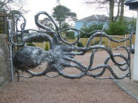 Everything Octopus: Octopus Gates - This would keep the kids in the neighborhood away!!