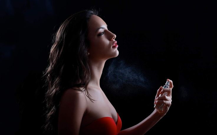 Un tocco di profumo nell'occasione più romantica dell'anno risveglia la sensualità a fior di pelle