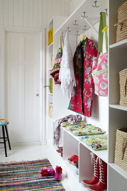Once again. Open space storage is the key to feeling bright and airy.