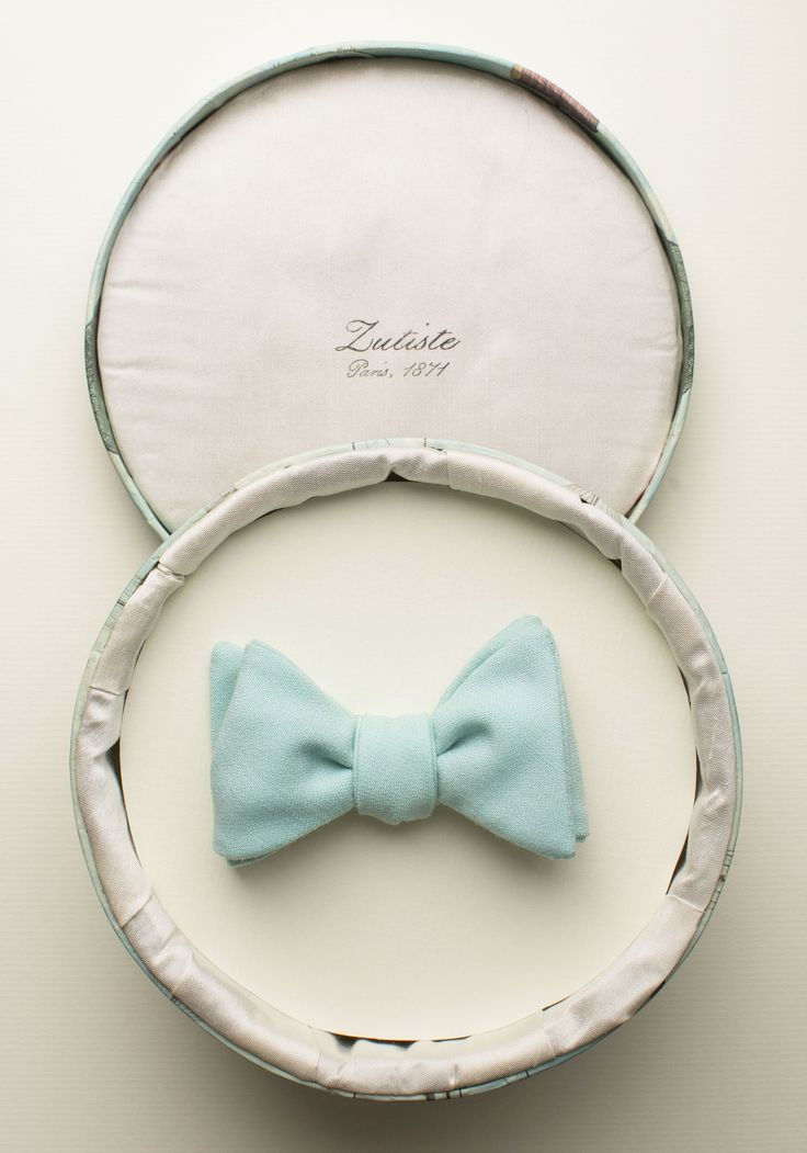 Zutiste 'Vu à Rome' nœud papillon (French for 'bow tie'), made in Paris from pure English wool.