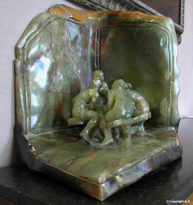 Les causeuses. Version marbre-onyx matériau fragile à travailler qui témoigne de la dextérité de Camille Claudel.