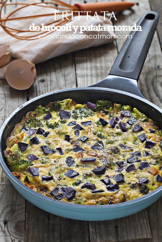 Receta de fritatta de brócoli y patata morada. Con consejos de elaboración paso a paso y fotografías. recetas de cocina italiana