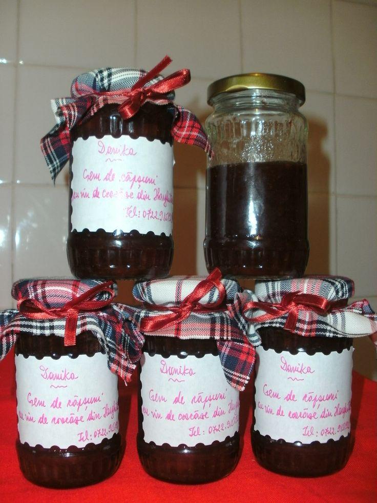 Gem de capsuni aromat cu putin vin de coacaze din Harghita, pentru un gust deosebit, special.