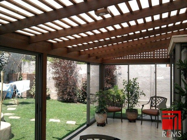 Construccion de cobertizos terrazas p rgolas quinchos for Amaru en la puerta de un jardin