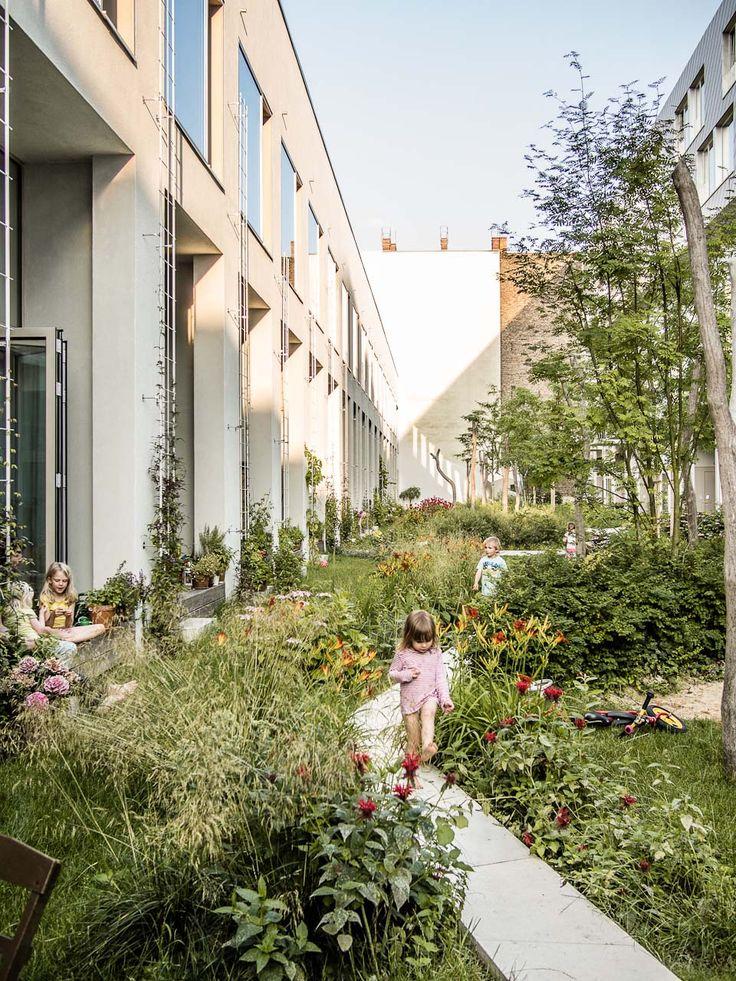 Gartenhof BIGyard _  herrburg Landschaftsarchitekten, Berlin _ foto: Michael Feser                                                                                                                                                                                 Mehr