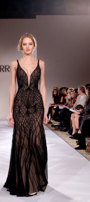 NY: Sherri Hill - Runway - Mercedes-Benz Fashion Week Fall 2015 http://thepageantplanet.com/category/pageant-wardrobe/                                                                                                                                                      Más