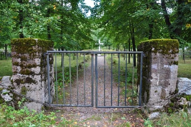 v. 1991 Uusikirkko Säätiön toimesta perustettiin Rauhan viita -puisto yhteistyössä venäläisten kanssa ent. Uudenkirkon hautausmaalle sankarihautausmaa-alueelle.