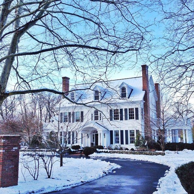 """My favorite house in the neighborhood looking pretty in the snow ❄️ #winterwonderland #thanksgiving"""