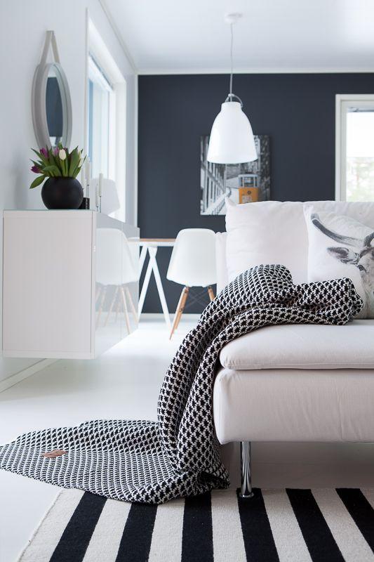 LANGØ black-white Drops wool blanket.